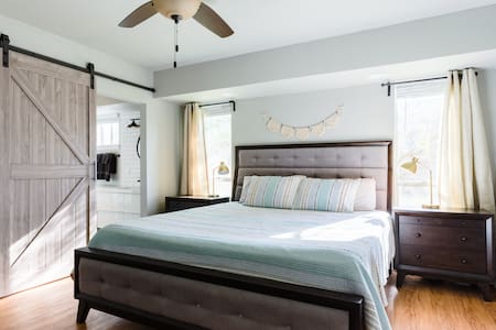 The Saige House, a 3/2 with a ★King Size★ Bed