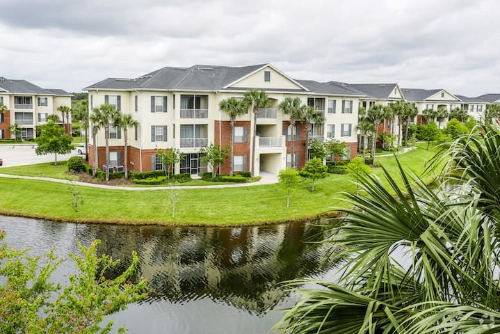 Friendly apartment 10 minutes from the beach. - Jacksonville - Apartamento