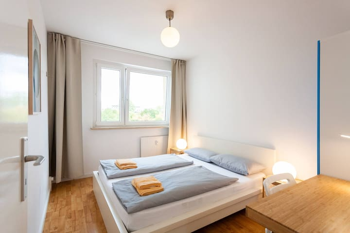 2. Schlafzimmer / bedroom