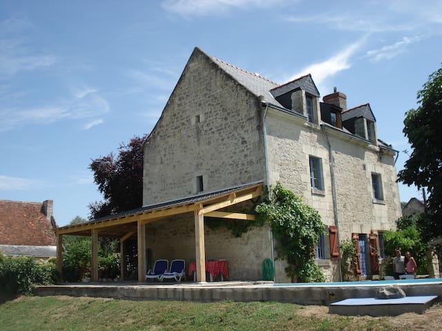 Maison de la Vienne met zwembad - Chinon - วิลล่า