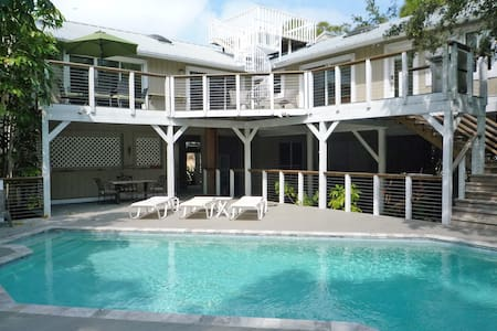 Jungle Paradise with Pool - Palm Harbor