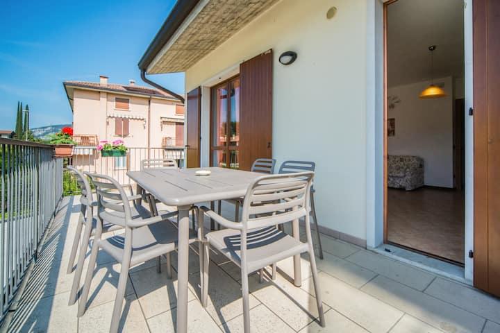 Appartamento a Garda con terrazzo e posto macchina