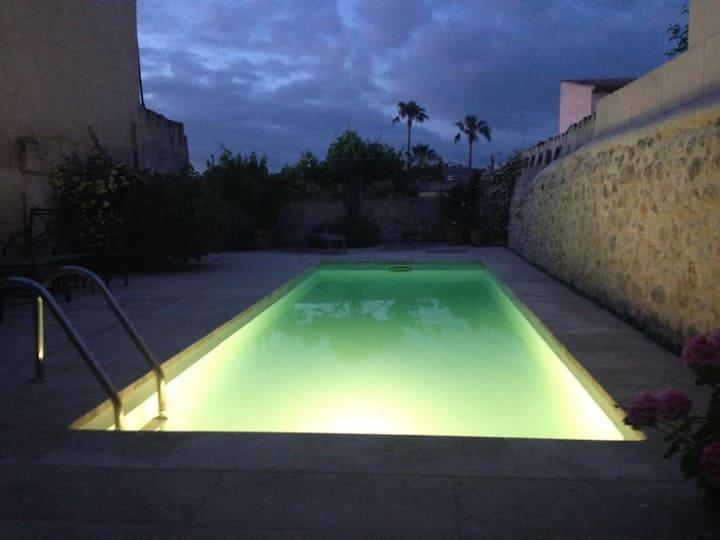 Schönes komfortables Dorfhaus mit Pool