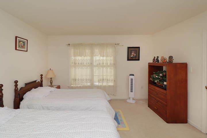Spring Hill Room 2