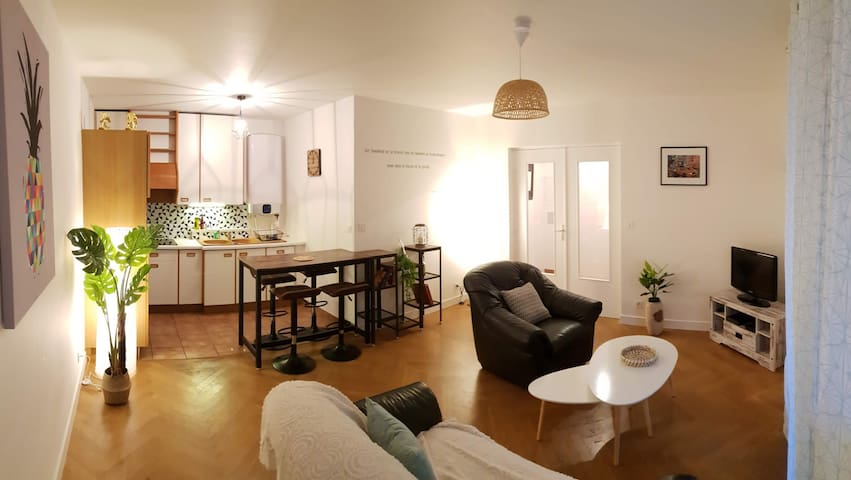 COZY APARTMENT NEAR PLACE AMBROISE COURTOIS FOR 2 PEOPLE