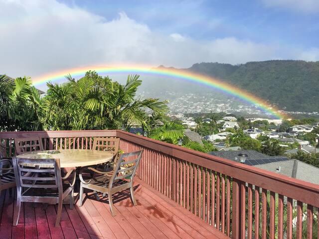 Manoa Valley 2BR w/ Hot Tub & Lanai w/ Ocean View
