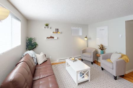 College Town Cottage - No Cleaning Fee