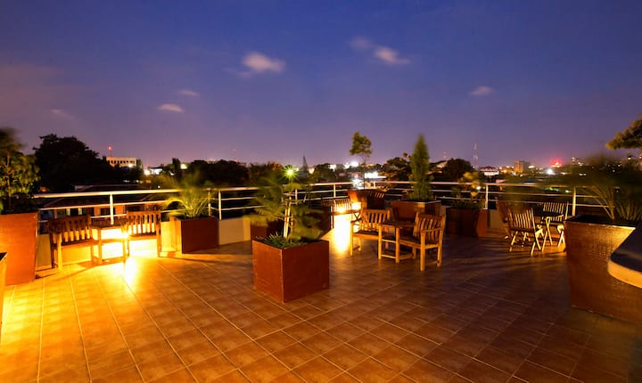 Five-alive! Penthouse Apartment in Accra