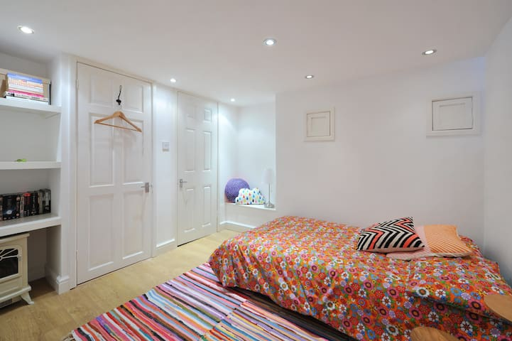 Ensuite Room near Temple Meads & City Centre - Bristol - Dům