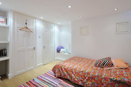 Ensuite Room near Temple Meads & City Centre - Bristol - Huis