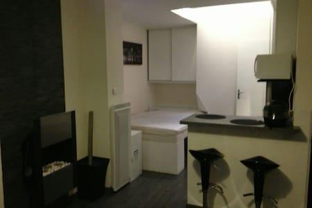 studio dans le centre ville - Suresnes - Apartment