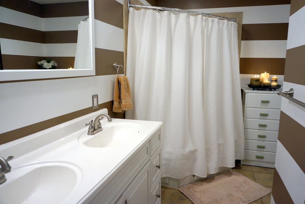Bathroom (double sinks & oversize shower)