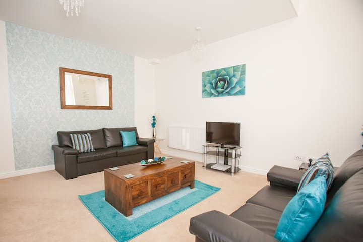 Hamilton Grace Two Bed Duplex with Roof Terrace