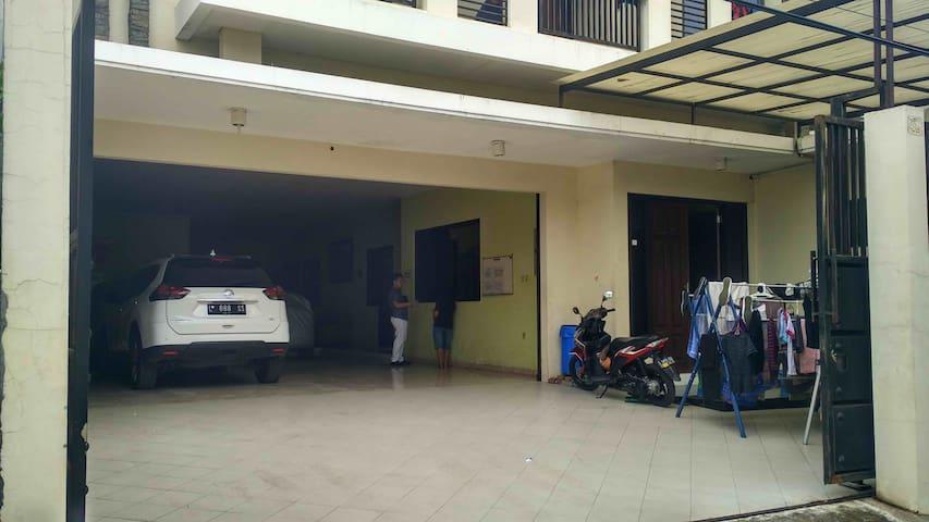 Room for rent in west surabaya - Suko Manunggal - Huis