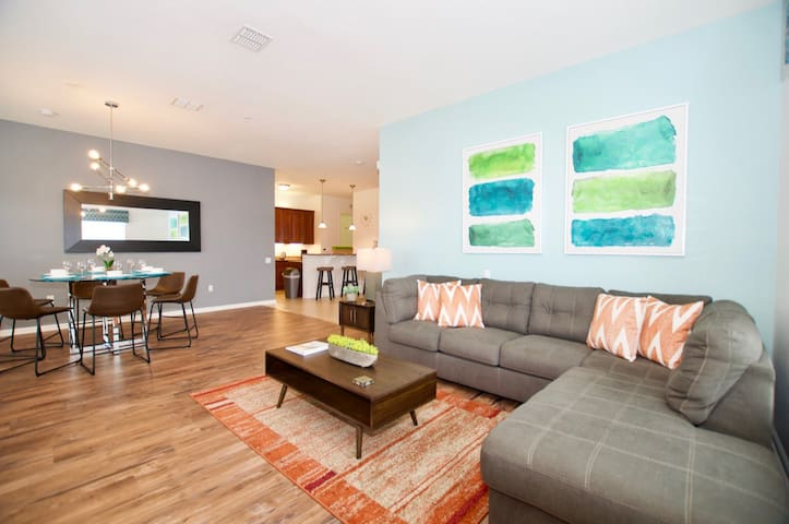 Vista Cay Luxury 4 bedroom Penthouse