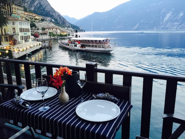 AWESOME BOUGANVILLE APARTMENT  LIMONE ON THE LAKE - Limone Sul Garda - Apartment