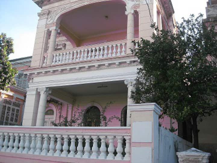 Habitación Habanera/baño privado/Cocina/AC