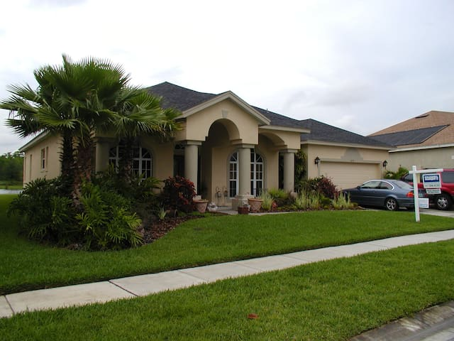 Waterfront pool home near UCF - Orlando - Talo