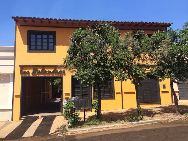 Los Balandros. Colonial House in City Centre - Luque