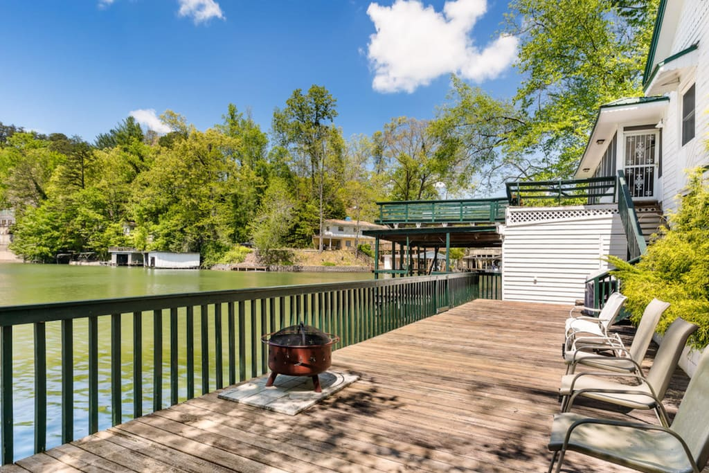 A great firepit on the long deck where you can jump straight into the water. George and Gemima duck, a turtle or 2, and tons of fish will greet you in the morning!!