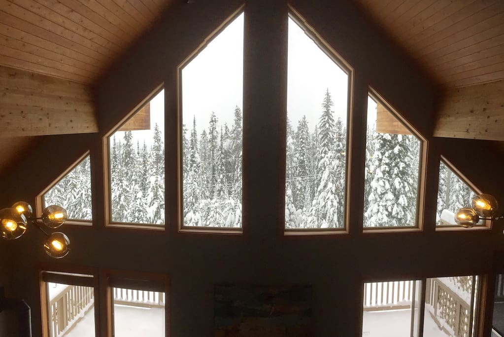 Unobstructed 180 degree views of the beautiful Christian Valley and Monashee's.