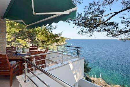 Apartment Karolina Private beach&Parking - Prižba