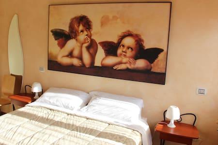 La Stanza delle Coccole - Centinarola - Bed & Breakfast