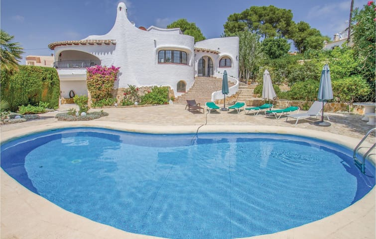 Holiday cottage with 4 bedrooms on 112 m² in Moraira