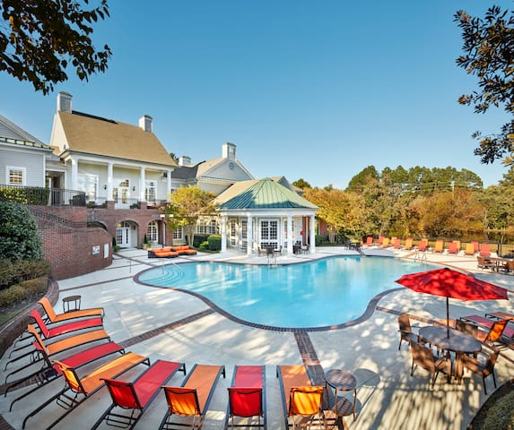 Luxury Living, Southern Charm in NC! - Fayetteville - Apartment