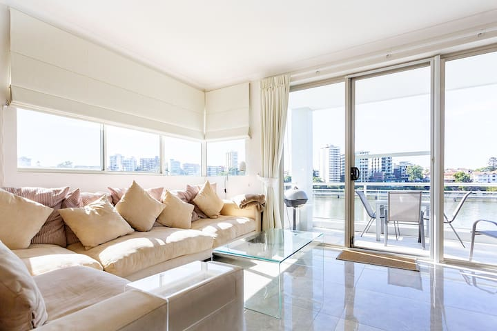 Luxury Waterfront 3BR Apartment