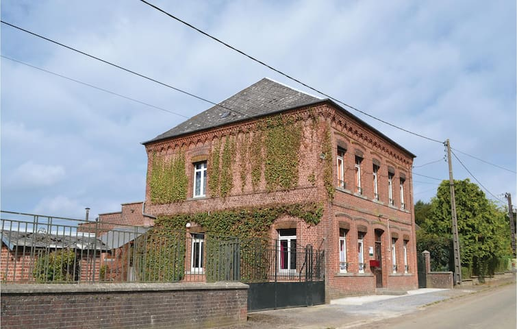 Holiday cottage with 5 bedrooms on 200m² in Buironfosse