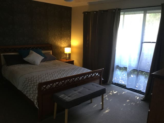 Affordable Private Bedroom + Ensuite in Lge Home