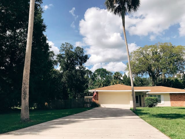 Entire Waterfront Home 2500/mo. dogs upon approval