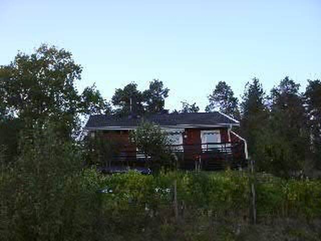 Idyll med vy - modern sjönära stuga - Mariefred - House