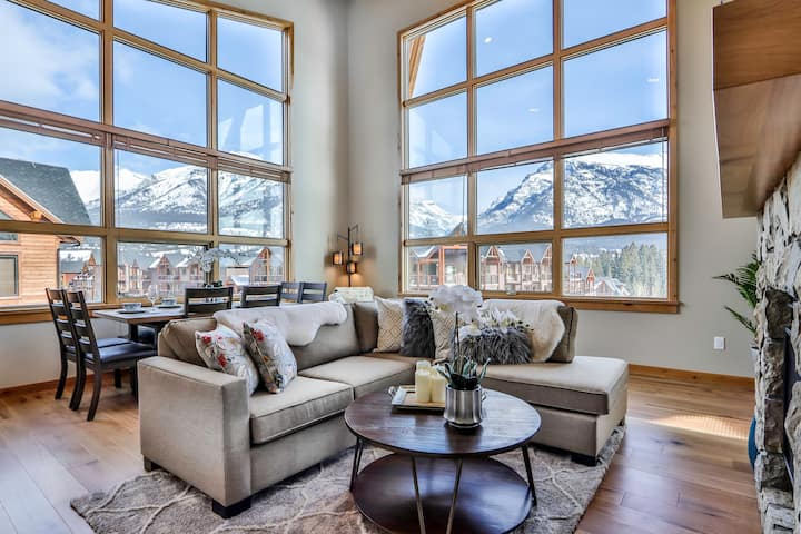 3BR/2BA Corner Penthouse in Heart of Canmore