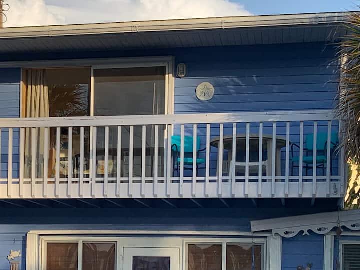 Cozy Studio with Balcony & View of Gulf!