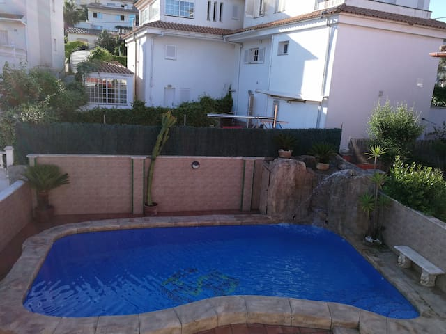 House of 400 m² with Pool 5 minutes from Sitges.