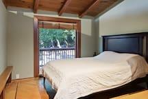 Second upstair bedroom with Queen Tempur-Pedic mattress