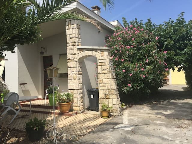 Maison avec  jardin.  Proximité Walibi, Agen