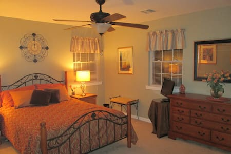 Spacious Bedroom close to Stony Brook University - Szoba reggelivel