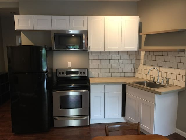 Indy Renovated Charmer *LongTerm Stays Welcome*