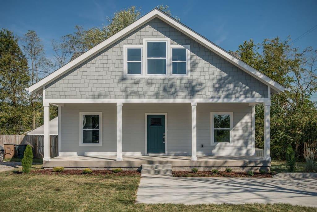 Modern bungalow in east nashville houses for rent in for New modern homes nashville tn