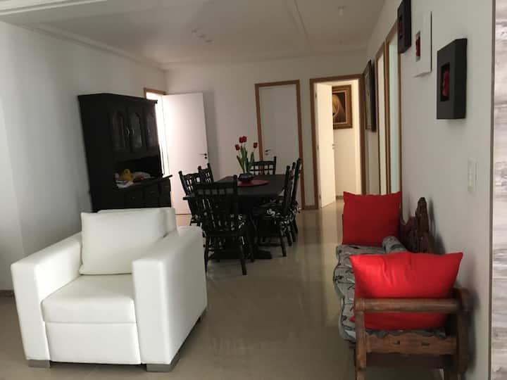 Apartamento amplo e completo. Ideal para família.