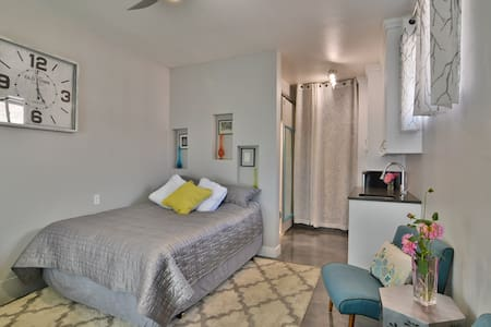 Professional/RN House-BEST Bed!FREE Cruiser bikes! - House