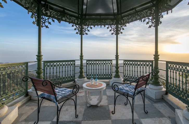 Majestic Villa+Chef+BBQ+Spectacular View@Kasauli