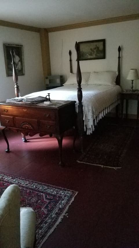 Mansion on the River: Bedroom 3, Georgian Room
