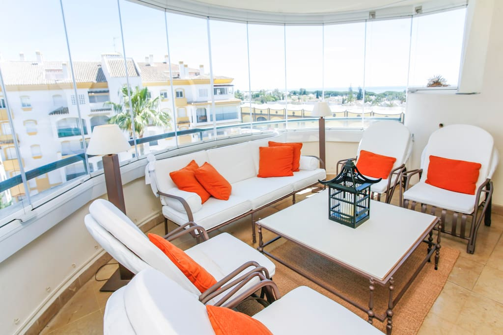 Gorgeous panoramic terrace. It allows to enter tons of light and have wonderfull views, but at the same time gives privacy and offers additional safety for those families with children.