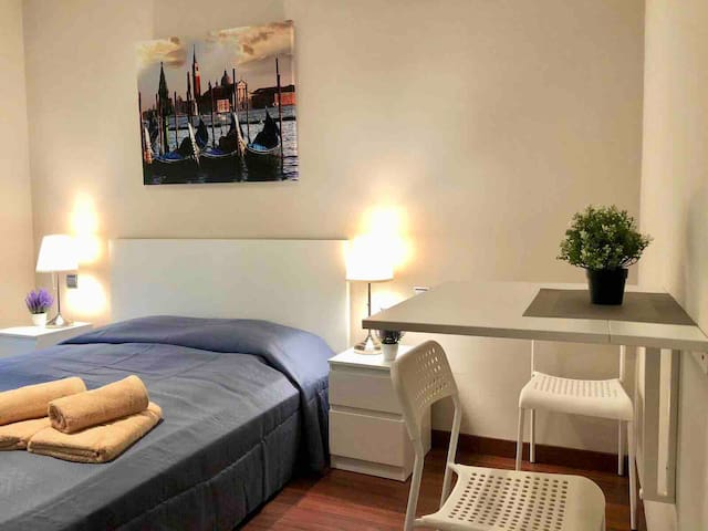 Cozy double room  near sq. Spain