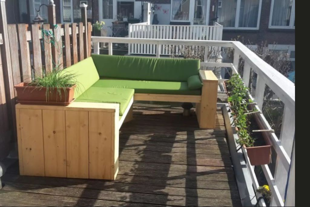 Super sunny Roofterrace (faced sun / the south)