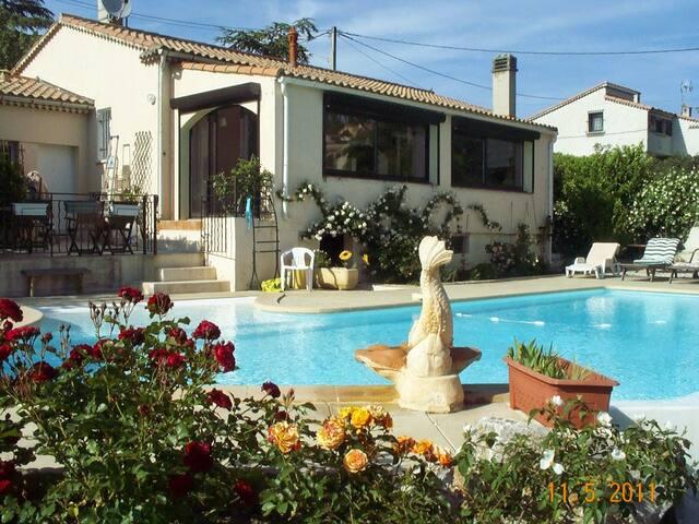 location saisonnierre - Carnoux-en-Provence - Rumah